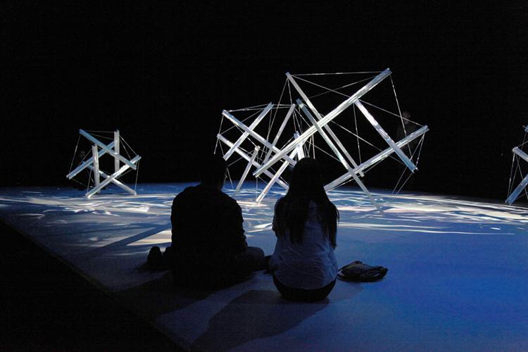 Arquitectura Interactiva - Ecdysis - Sougwen Chung 02